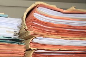 """Der Beruf """"Rechtsanwaltsfachangestellte"""" ist vielseitig; jedoch müssen Sie auch Akten bearbeiten"""