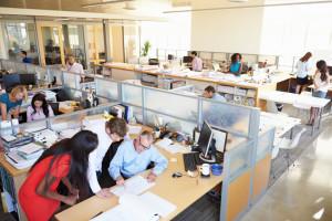 Der Ablauf vom Bewerbungsgespräch beinhaltet oftmals auch einen Rundgang durch das Büro