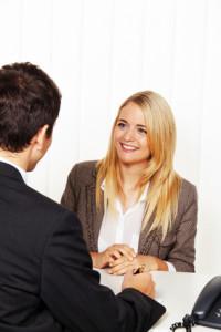 Auf eine Bewerbung zur Ausbildung folgt oftmals ein Bewerbungsgespräch
